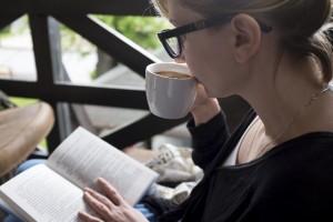 休みの日の読書が何よりの時間ですよね?