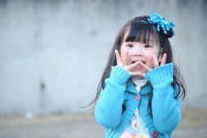びくりする少女1